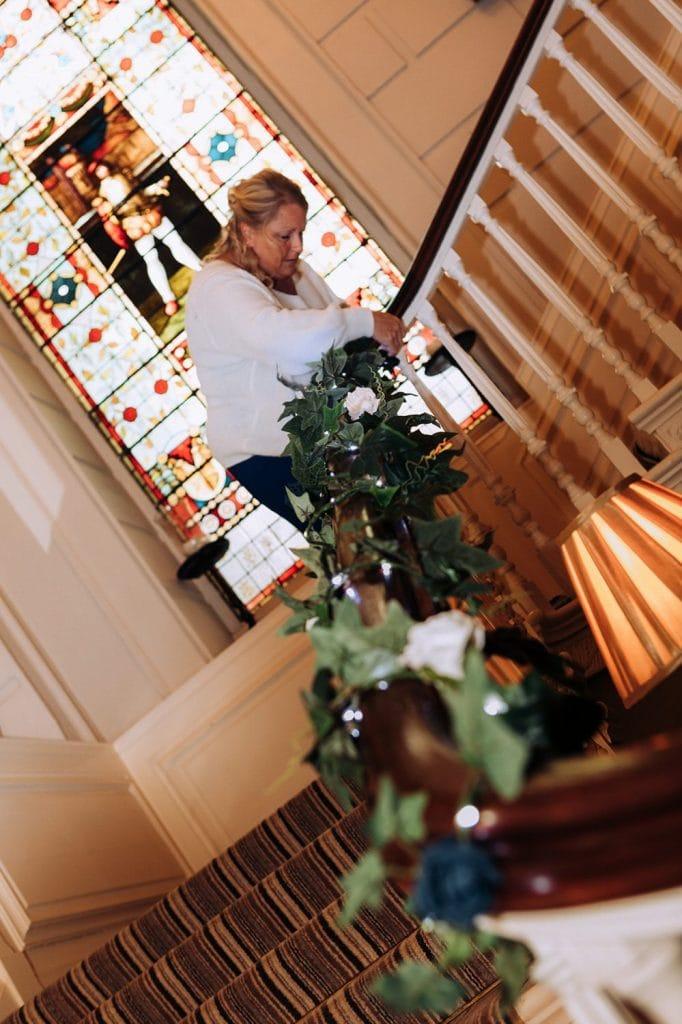 Grooms mum adding decorations to Eshott Hall in Northumberland