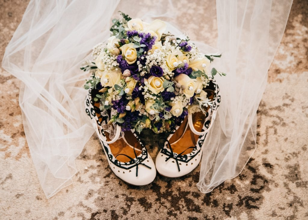 Brides skull shoes and bouquet